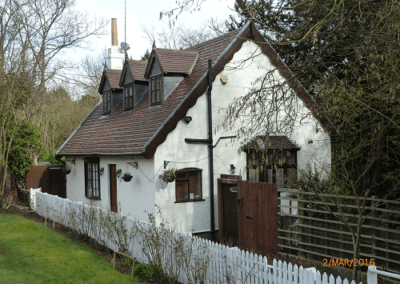 lock cottage outside view